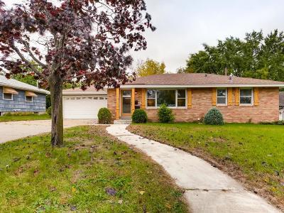 Fridley Single Family Home For Sale: 520 57th Avenue NE