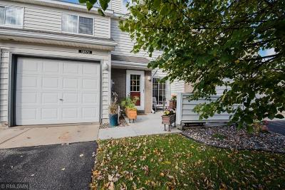 Apple Valley Condo/Townhouse For Sale: 12873 Echo Lane