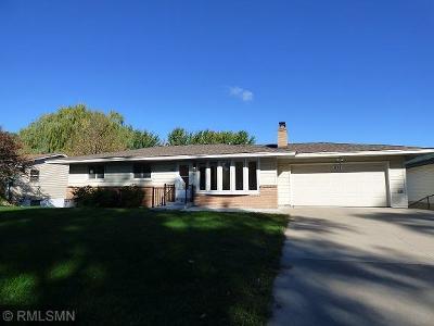 Fridley Single Family Home For Sale: 871 66th Avenue NE
