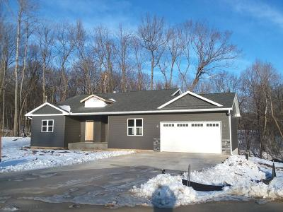 Menomonie Single Family Home For Sale: 1185 Timber Path