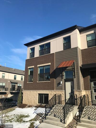 Eagan MN Condo/Townhouse For Sale: $360,000