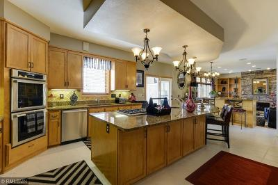 Plymouth Single Family Home For Sale: 5110 Saratoga Lane N