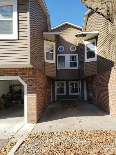 Eagan MN Condo/Townhouse For Sale: $159,900