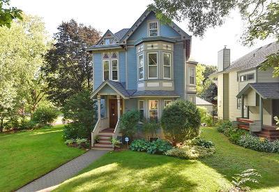 Saint Paul Single Family Home For Sale: 132 Nina Street