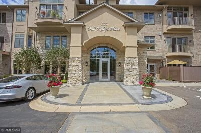 Condo/Townhouse For Sale: 555 Oak Ridge Place #250
