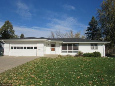 Hutchinson Single Family Home For Sale: 425 Northwoods Avenue NE