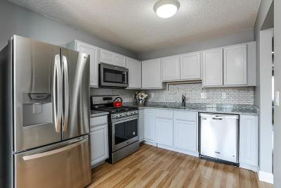 Eagan MN Condo/Townhouse For Sale: $214,900