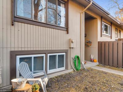 Burnsville Condo/Townhouse For Sale: 194 River Woods Lane