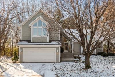 Minnetonka Single Family Home Contingent: 3090 Saint Albans Hollow Circle