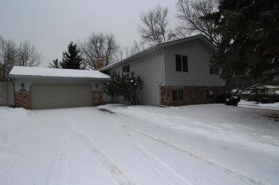 Maple Grove Single Family Home For Sale: 7142 Annapolis Lane N