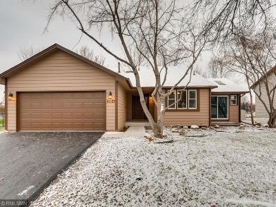 Maple Grove Single Family Home Contingent: 9297 Sycamore Lane N
