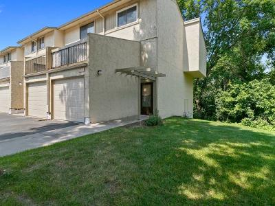 Eagan Condo/Townhouse Contingent: 1755 Meadowlark Court #21755