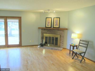 Maple Grove Condo/Townhouse Contingent: 6223 Magda Drive #B