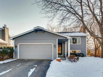 Eden Prairie, Carver, Chaska, Chanhassen Single Family Home For Sale: 10647 Lee Drive
