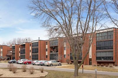 Burnsville Condo/Townhouse Contingent: 1800 Riverwood Drive #112