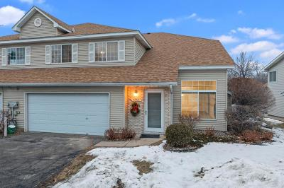 Eden Prairie, Carver, Chaska, Chanhassen Condo/Townhouse For Sale: 7952 Timber Lake Drive
