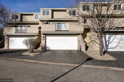 Apple Valley Condo/Townhouse For Sale: 14319 Hickory Way