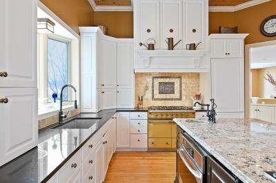 Minnetonka Single Family Home For Sale: 5468 Maple Ridge Court