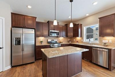 Shakopee Single Family Home For Sale: 1948 Eagle Ridge Loop
