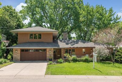 Edina Single Family Home For Sale: 93 Woodland Circle