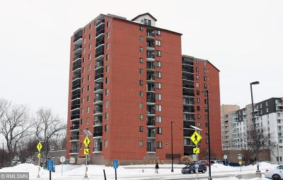Richfield Condo/Townhouse Contingent: 6500 Woodlake Drive #1006