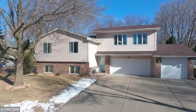 Chanhassen Single Family Home For Sale: 6881 Redwing Lane