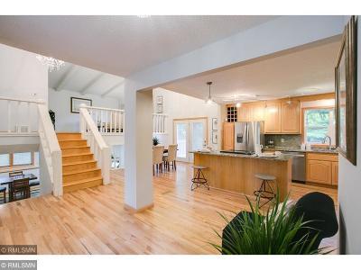 Eden Prairie Single Family Home For Sale: 9864 Crestwood Terrace