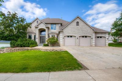 Roseville Single Family Home For Sale: 2820 Hillscourte S