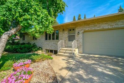 Shoreview Single Family Home Contingent: 985 Tanglewood Drive