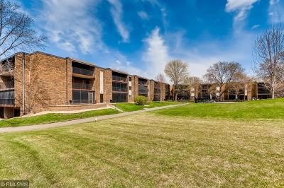 Plymouth Condo/Townhouse Contingent: 35 Nathan Lane N #221