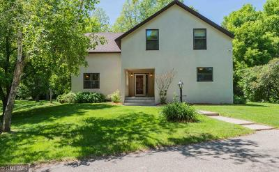 Mendota Heights Single Family Home For Sale: 1021 Wagon Wheel Trail