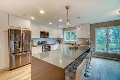 North Oaks Single Family Home For Sale: 9 Partridge Lane