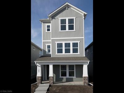 Maple Grove Single Family Home For Sale: 8138 Arrowwood Lane N