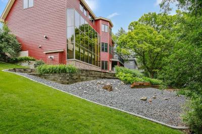 Burnsville Single Family Home For Sale: 101 Geneva Boulevard