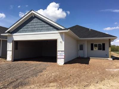 Isanti Single Family Home For Sale: 416 Moline Loop NW