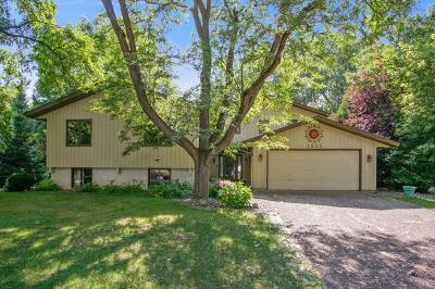Plymouth Single Family Home For Sale: 1635 Shadyview Lane N