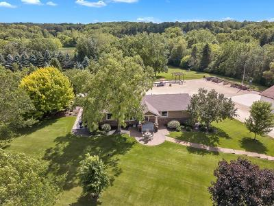 Inver Grove Heights Single Family Home For Sale: 1100 Cliff Road W