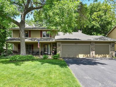 Chanhassen Single Family Home For Sale: 8250 W Lake Court