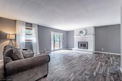 Cambridge Single Family Home For Sale: 2440 E Rum River Drive S