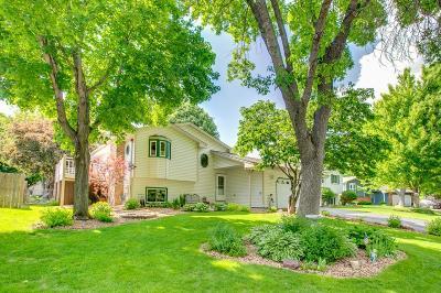 Maple Grove Single Family Home For Sale: 9799 Lancaster Lane N