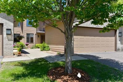 Apple Valley Condo/Townhouse For Sale: 13378 Huntington Circle