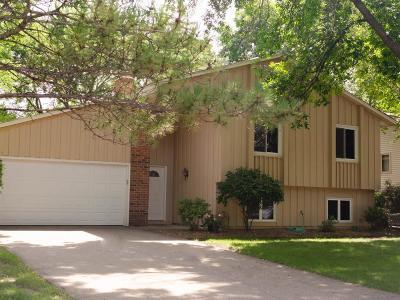 Bloomington Single Family Home For Sale: 10427 Aquila Avenue S