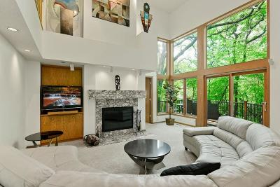 Minnetonka Single Family Home For Sale: 2621 Abbey Hill Drive
