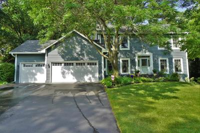 Eagan Single Family Home Contingent: 1505 Kings Wood Road