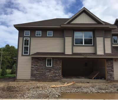 Maple Grove Condo/Townhouse For Sale: 13812 102nd Place N