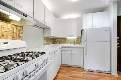 Edina Condo/Townhouse For Sale: 7520 Cahill Road #318A