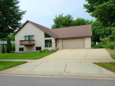 Rochester MN Single Family Home For Sale: $366,000
