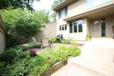 Plymouth Condo/Townhouse For Sale: 1515 Black Oaks Lane N