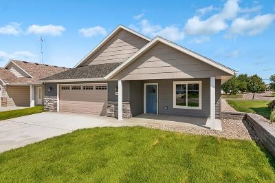 Single Family Home For Sale: 427 Daniels Court
