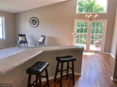 Burnsville Condo/Townhouse For Sale: 13600 Knox Drive